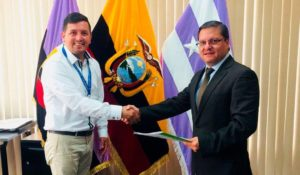 acuerdo 300x175 - ITAérea Ecuador Firma Convenio de Colaboración con la Universidad Politécnica Salesiana