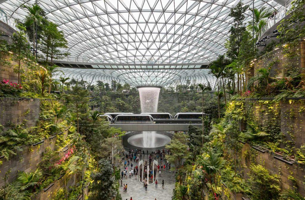 Changi Airport 1024x671 - La gestión medioambiental sostenible y eficiente de los aeropuertos