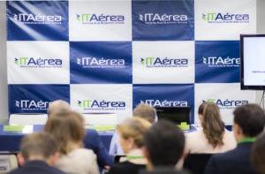 IATA COVID 19 1024x671 1 300x197 - La gestión medioambiental sostenible y eficiente de los aeropuertos