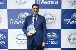 JC 7993 300x200 - D. Javier Gándara presenta su Libro Revolución en los Cielos: Claves del Éxito de las Aerolíneas de Bajo Coste, Editado por ITAérea Editorial