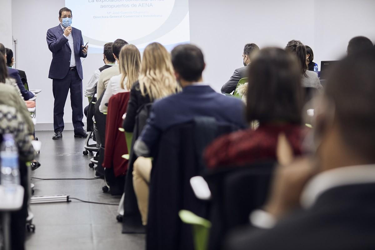MG 3419 - Dña. María José Cuenda, Directora General Comercial, Inmobiliaria y de Desarrollo Internacional de Aena, imparte conferencia extraordinaria en ITAérea Madrid