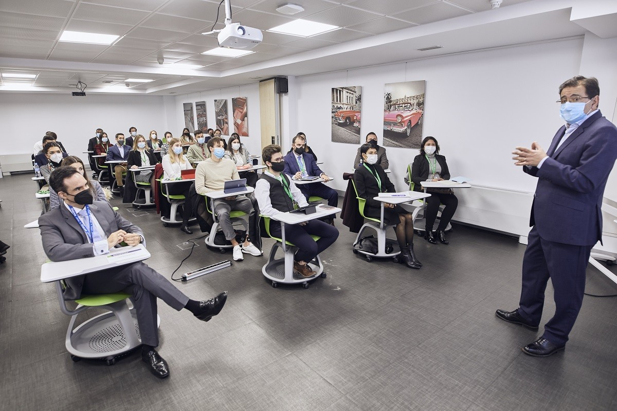 MG 3462 - Dña. María José Cuenda, Directora General Comercial, Inmobiliaria y de Desarrollo Internacional de Aena, imparte conferencia extraordinaria en ITAérea Madrid