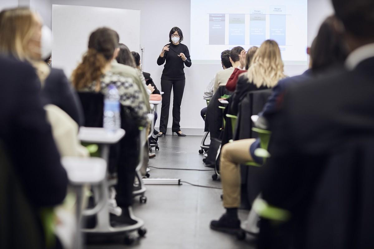 MG 3524 - Dña. María José Cuenda, Directora General Comercial, Inmobiliaria y de Desarrollo Internacional de Aena, imparte conferencia extraordinaria en ITAérea Madrid