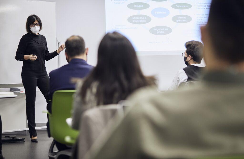 MG 3567 1024x671 - Dña. María José Cuenda, Directora General Comercial, Inmobiliaria y de Desarrollo Internacional de Aena, imparte conferencia extraordinaria en ITAérea Madrid