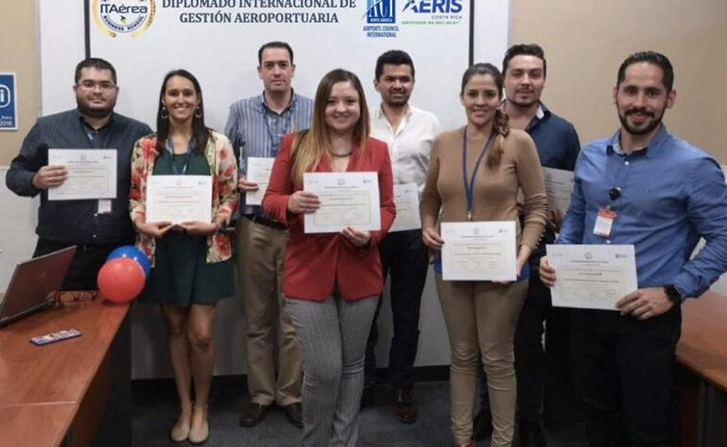 gradua 1024x630 - AERIS Costa Rica Entrega a sus Directivos los Certificados del Diplomado Internacional en Gestión Aeroportuaria ITAérea - ACI-LAC – CIFAL Mérida
