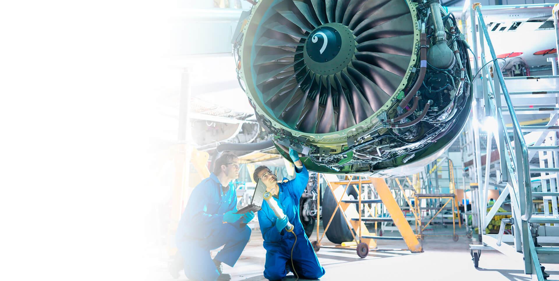 <span class='negritaslide'>Máster profesional en<br />industria e innovación<br />aeronaútica (MI2A).</span>