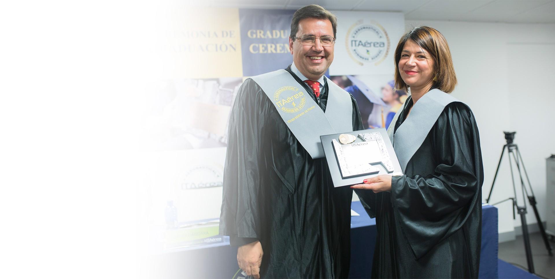 <span class='negritaslide'>María José Cuenda Chamorro<br />Directora General de Negocio<br />No Regulado de AENA</span>
